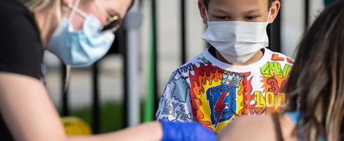 В МОЗ планируют вакцинировать подростков от COVID-19