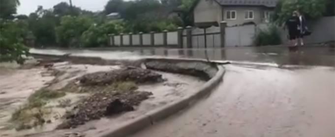 В Черновицкой области после cильных ливней подтопило 17 населенных пунктов