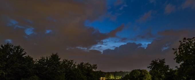 Над Европой наблюдают необычное явление – серебристые облака