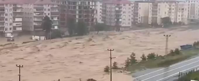 Мощнейшее наводнение в Турции