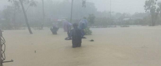 2 человека погибли в результате наводнения, которое принес во Вьетнам шторм «Консон»