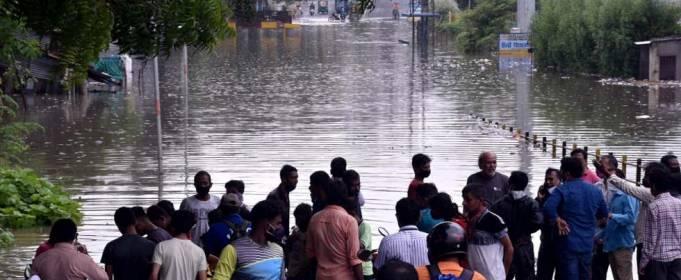 Сильное наводнение в Индии сносит все на своем пути. Видео
