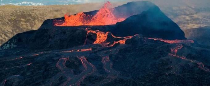 В Исландии вновь извергается вулкан Фаградальсфьядль
