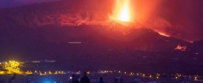 На Канарских островах «чудо-дом» остался нетронутым лавой вулкана
