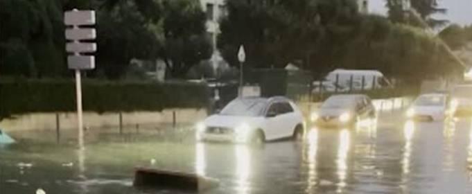 В Марселе за 2 часа выпала двухмесячная норма осадков