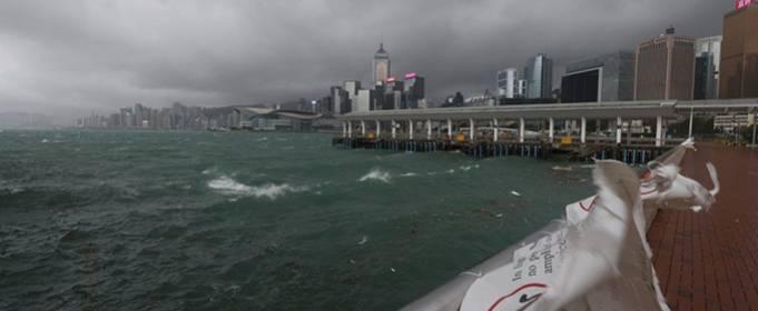 На Гонконг обрушился тайфун «Компасу»